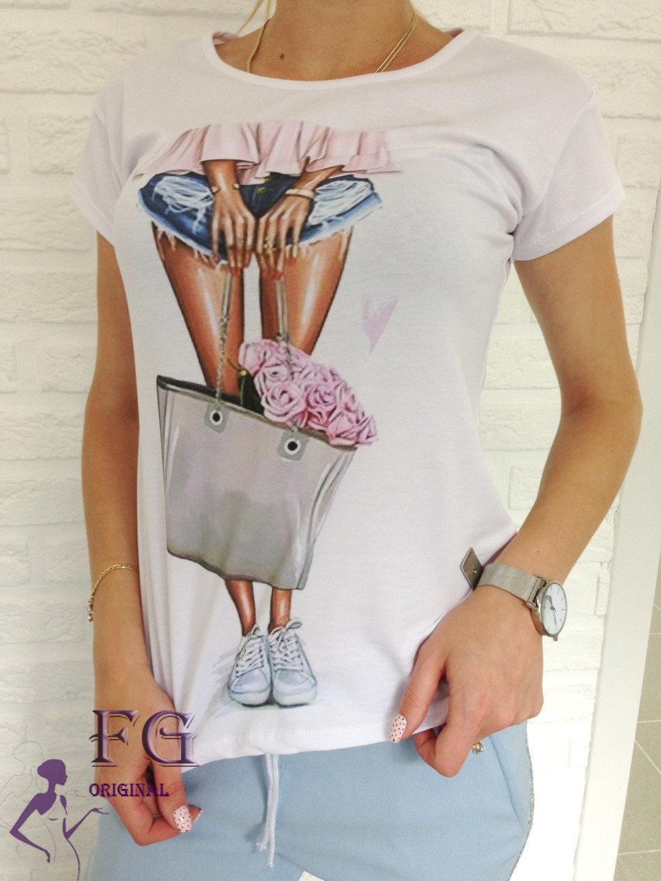 Стильная женская футболка с модным принтом bouquet