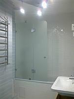 Распашная дверь на ванную с перегородкой