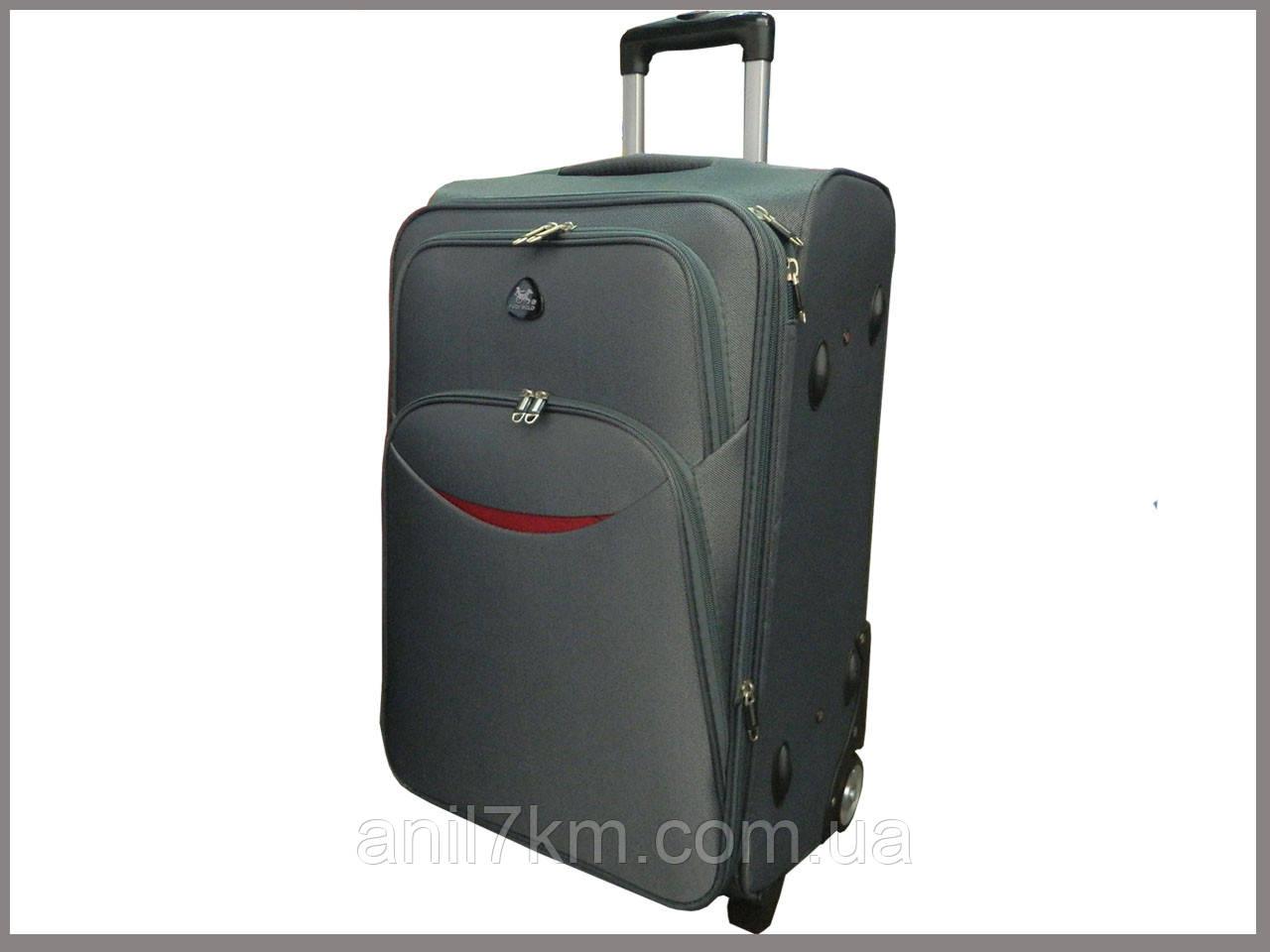 Большой дорожный чемодан на колёсах
