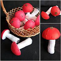 Красивый грибок с красной шапочкой, высота 10 см., диам. 5.5 см., 25/19 (цена за 1 шт. + 6 гр.)