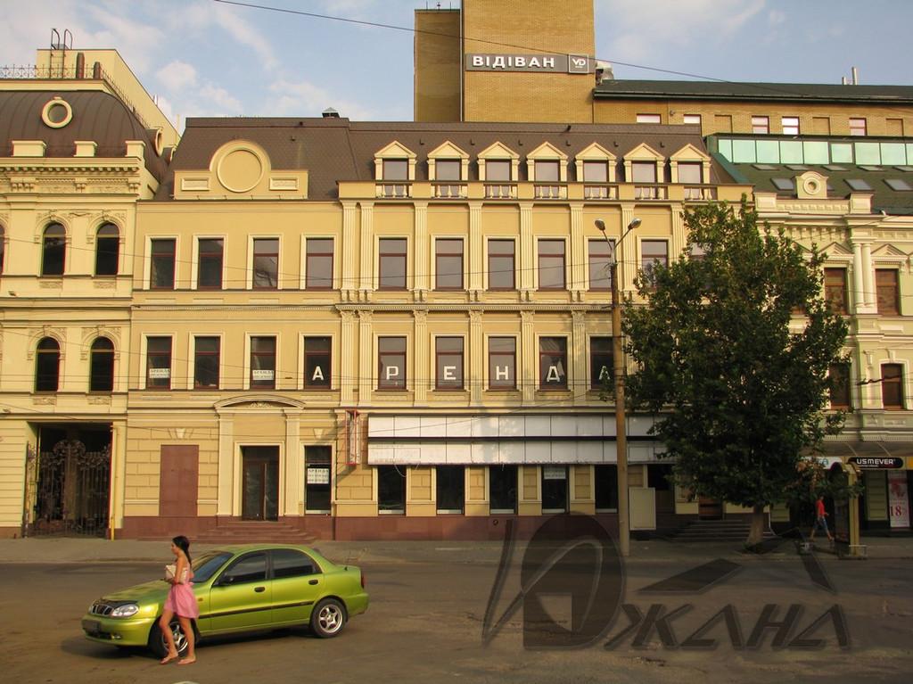 Здание по ул. Московская, 3 в г. Днепропетровске. Омедненная битумная черепица. 4
