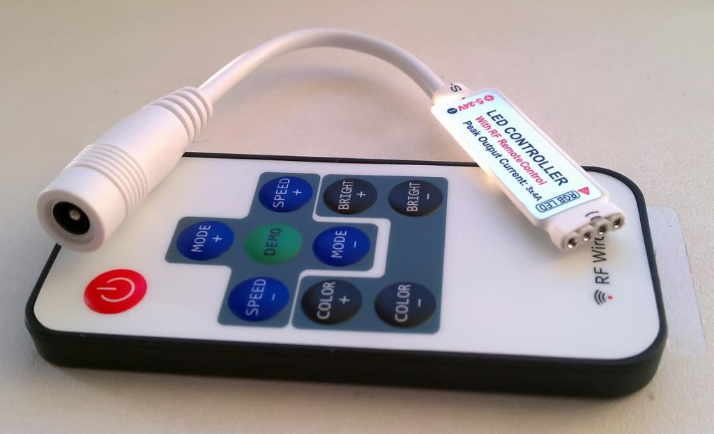 RGB контроллер 12A RF 144W 12V (10 кнопок) mini с управлением по RF каналу для светодиодной ленты.