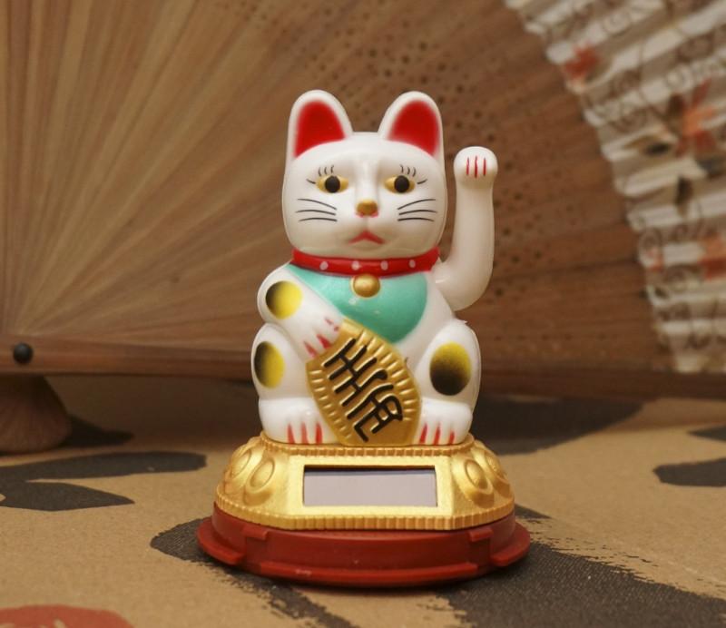 9320019 Счастливый кот на солнечной батарейке Белый