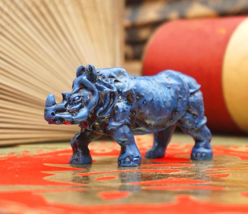 9260202 Носорог синий полистоун
