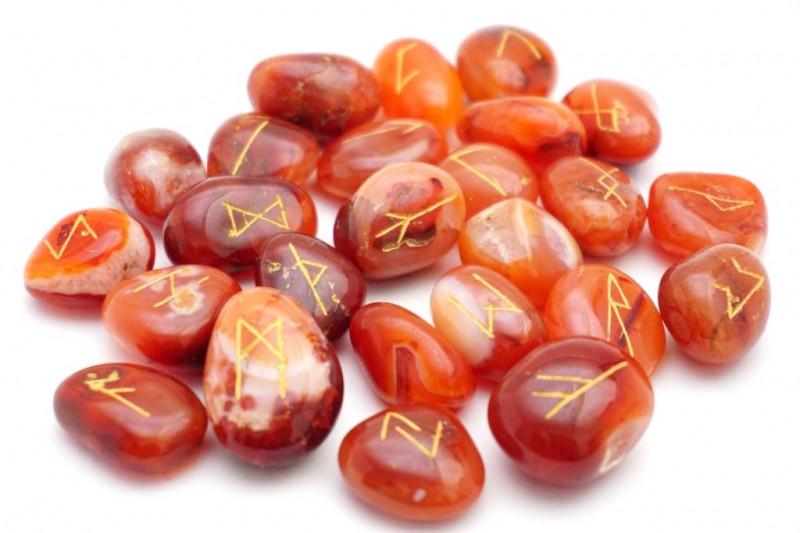 Набор РУН для гадания из натуральных камней Сердолик