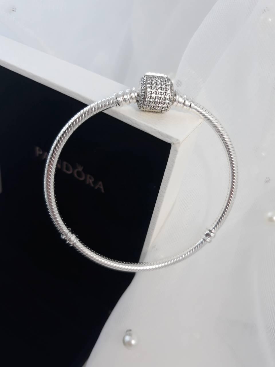 Серебряный браслет с застежкой паве и кубическим цирконием