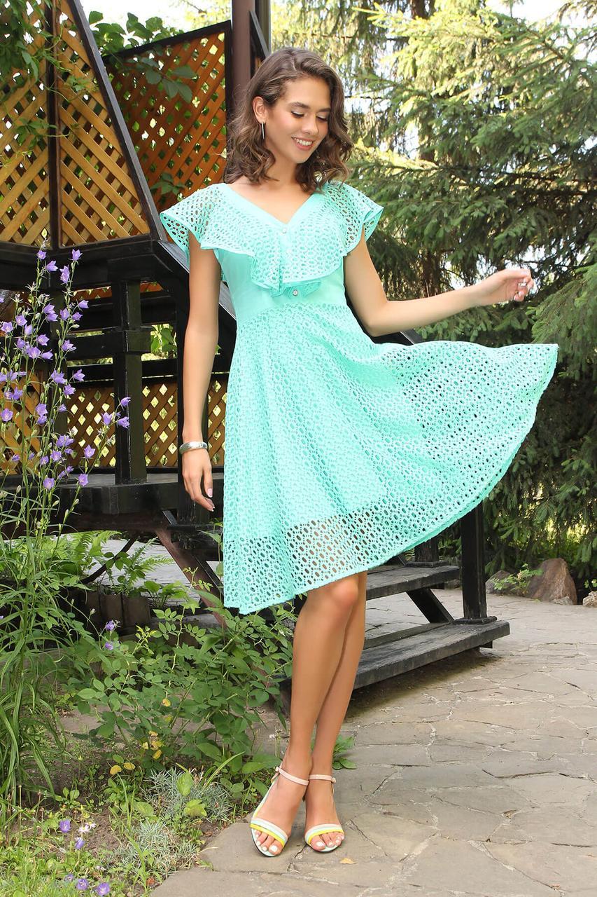 Летнее красивое платье с гипюром мятное