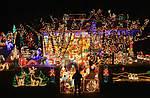 Новорічні святкові світяться гірлянди