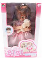 Кукла функц поет колыбельную и убаюкивает медведя в руках, в коробке