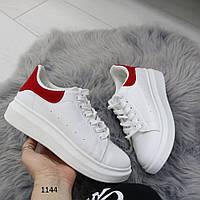 Кроссовки кеды белые с красной пяточкой