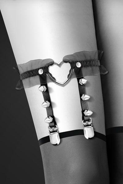 Подвязка для чулок-гартер Bijoux Pour Toi - WITH HEART AND SPIKES Black - черная
