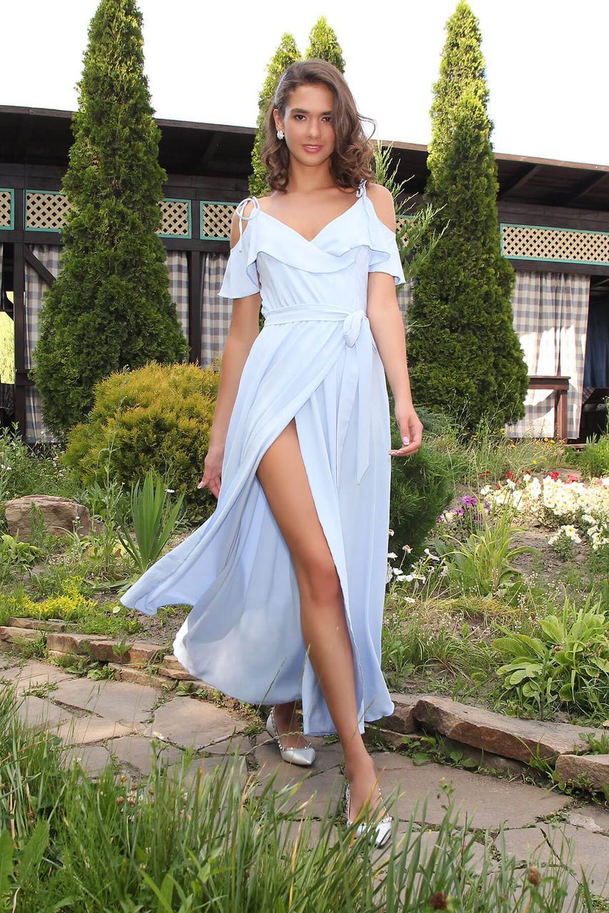 Летнее платье-сарафан длинное голубого цвета
