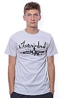 Стильная и приятная мужская футболка с модной надписью. Круглый классический вырез. Цвет серый. Бренд Eniste.