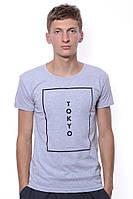 Эксклюзивная футболка с модным принтом серого цвета. Бренд V&A. И комфортный круглый вырез.