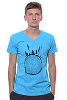 Стильная мужская футболка с модным принтом голубого цвета V&A. И удобный V - образный вырез.
