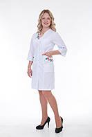 Женский медицинский халат с вышивкой