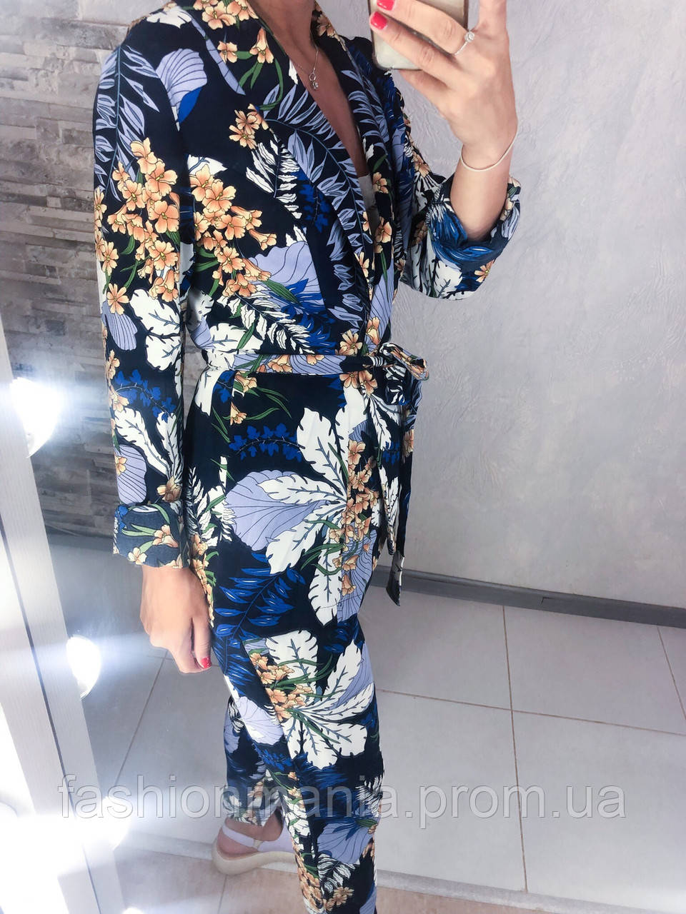 Стильный костюм с цветочным рисунком