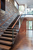 Лестница на второй этаж. Винтовая лестница. Ступени для лестницы. Деревянная лестница на заказ.