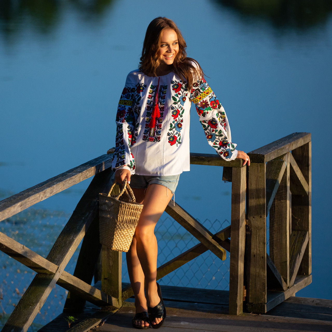Женская блуза вышиванка Мальва белая
