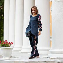 Женский костюм с вышивкой Дикая орхидея синий, фото 3