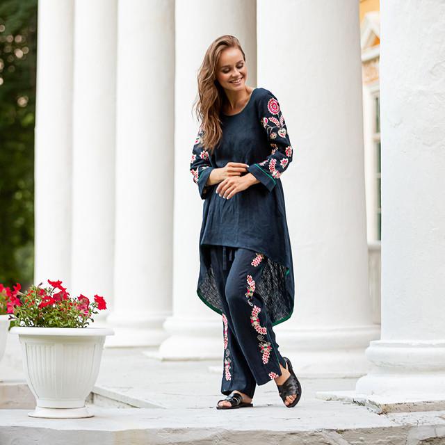 Женский костюм с вышивкой Дикая орхидея синий