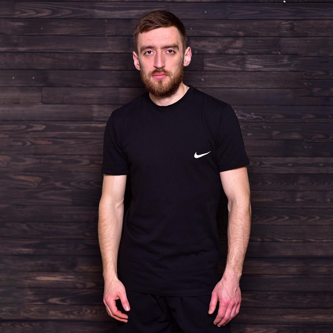 Чоловіча спортивна футболка Nike, чорного кольору