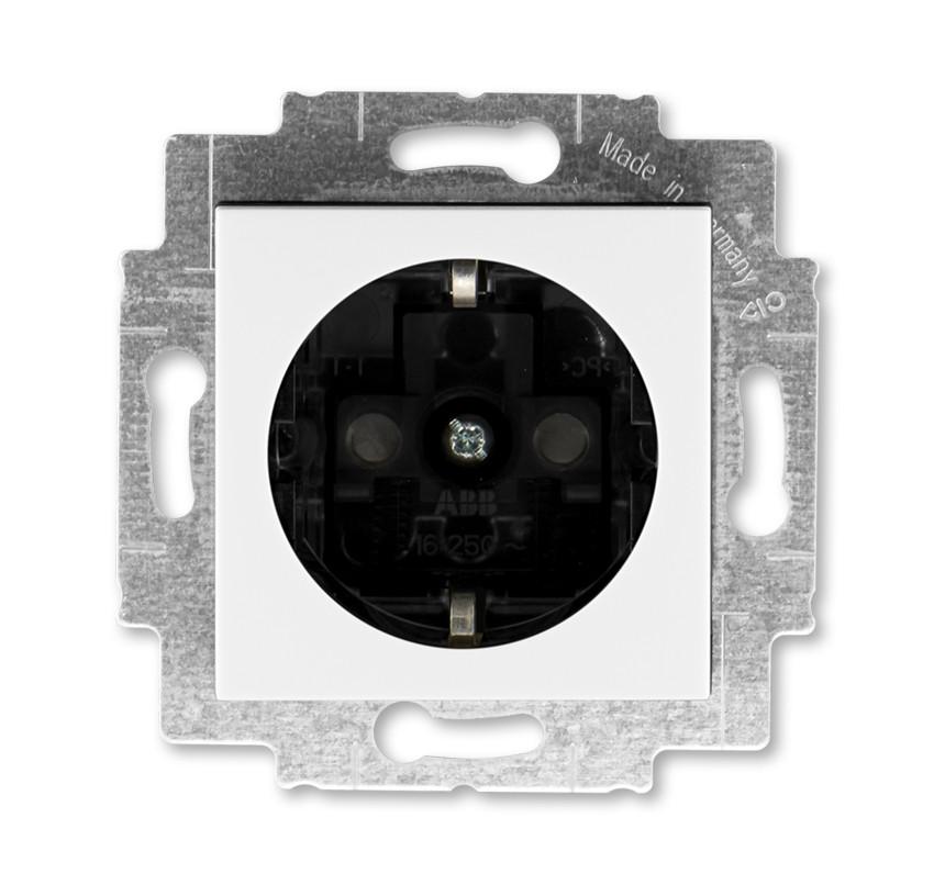 Розетка с заземлением и шторками, белый/дымчатый черный 5520H-А62457 62, Levit Elektro-Praga ABB