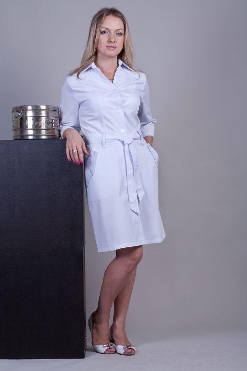 Медицинский женский халат на пуговицах с поясом