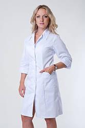 Медицинский женский халат на пуговицах с отложным воротником