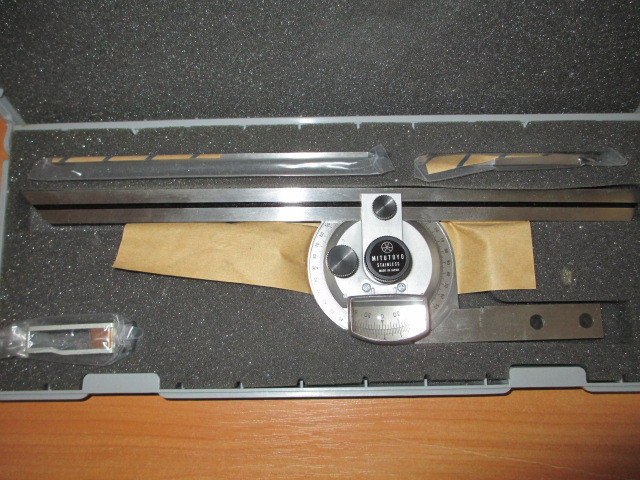 Угломер Mitutoyo 187-901 высокопрецезионный с увеличительным стеклом .Возможна калибровка в УкрЦСМ