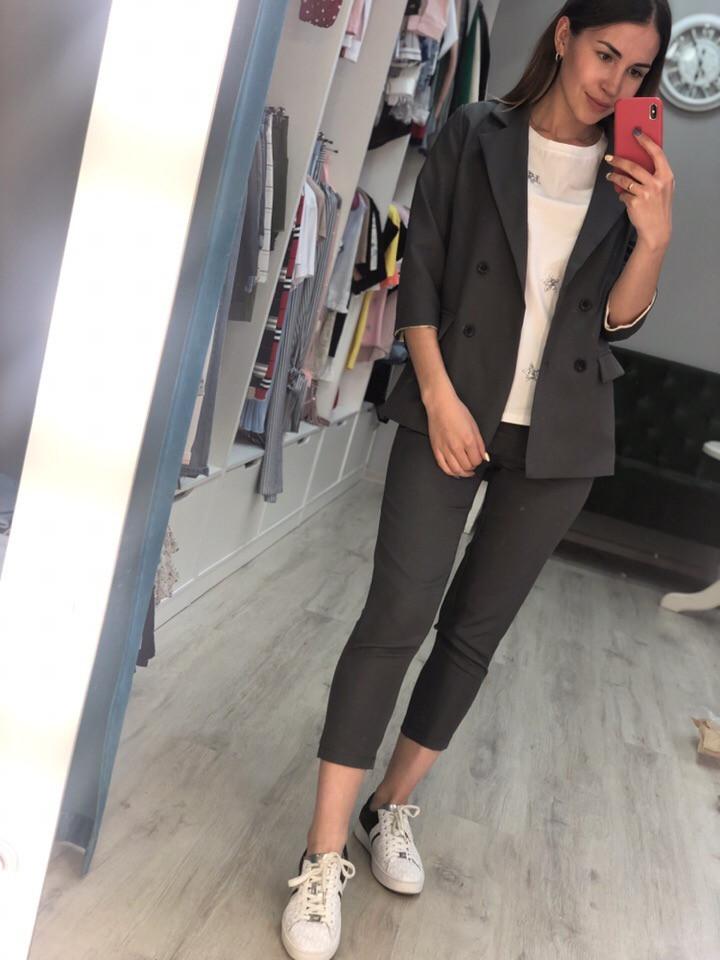 Женский костюм пиджак и капри