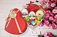 Вкусный подарок для девушки с киндер-сюрпризами и жвачками love is