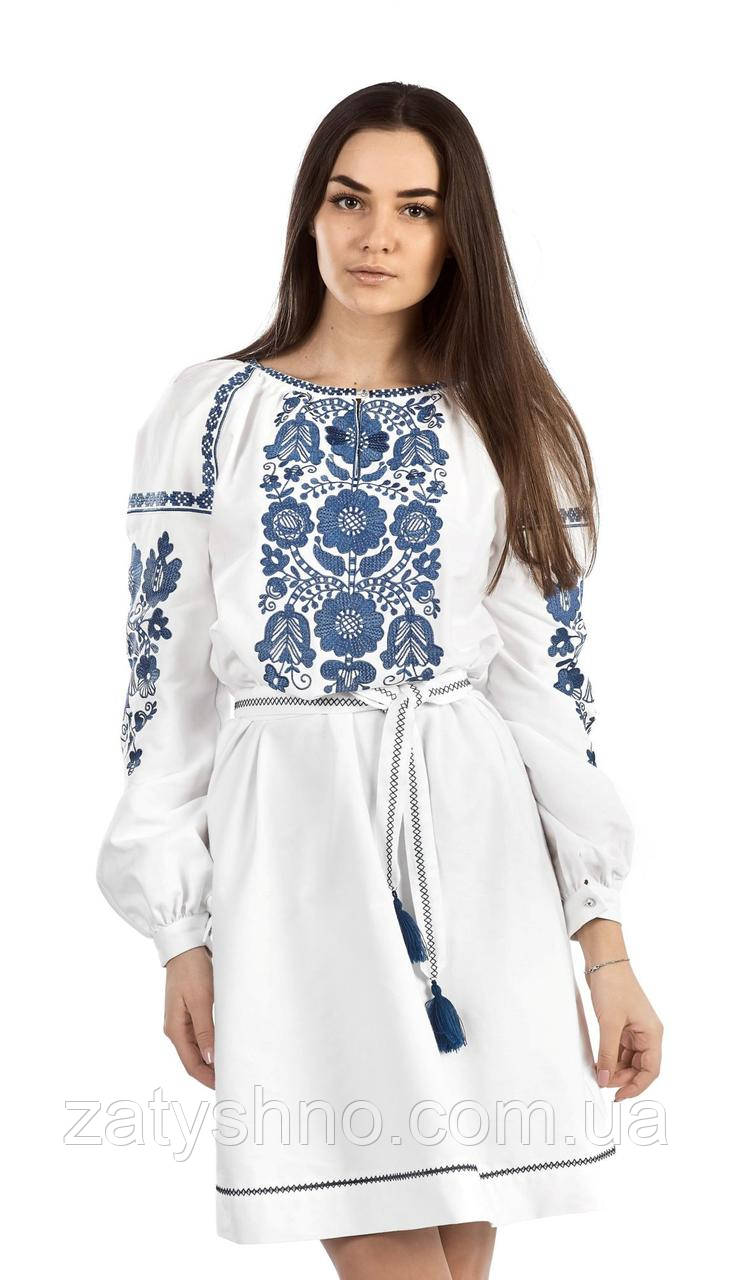 Платье вышитое белое  с синей вышивкой