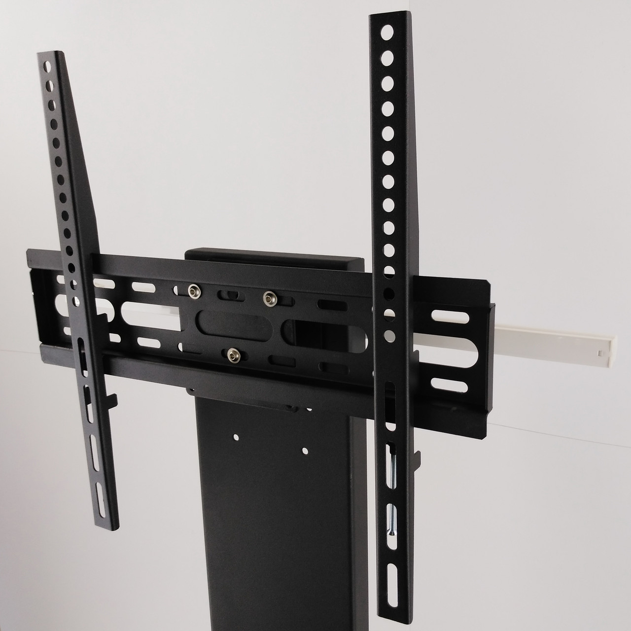 Монтаж ТВ-панелі виконується без свердління стін, легко і швидко.