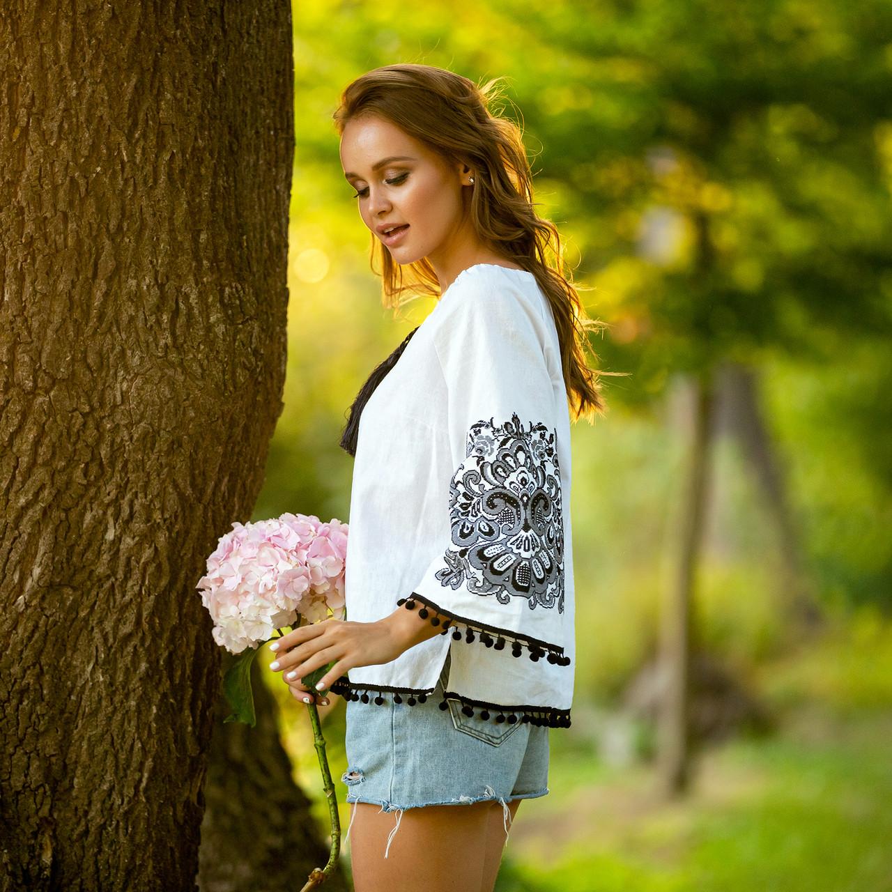 Жіноча блуза з вишивкою Етностиль біла