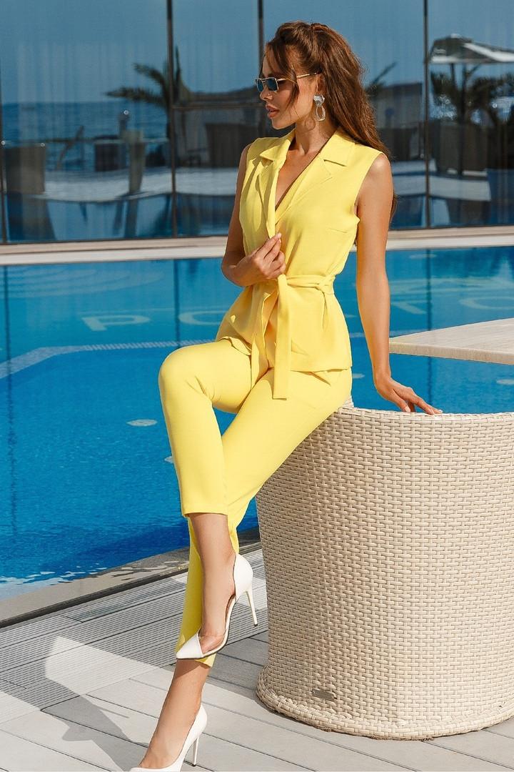 Женский брючный костюм Желтый