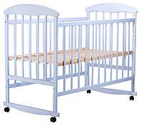 Детская кроватка дерево голубого цвета