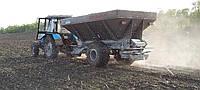 Разбрасыватель минудобрений дефеката РМД-8 работает от ВОМ трактора
