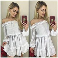 Короткое платье с открытыми плечами и пышной юбкой