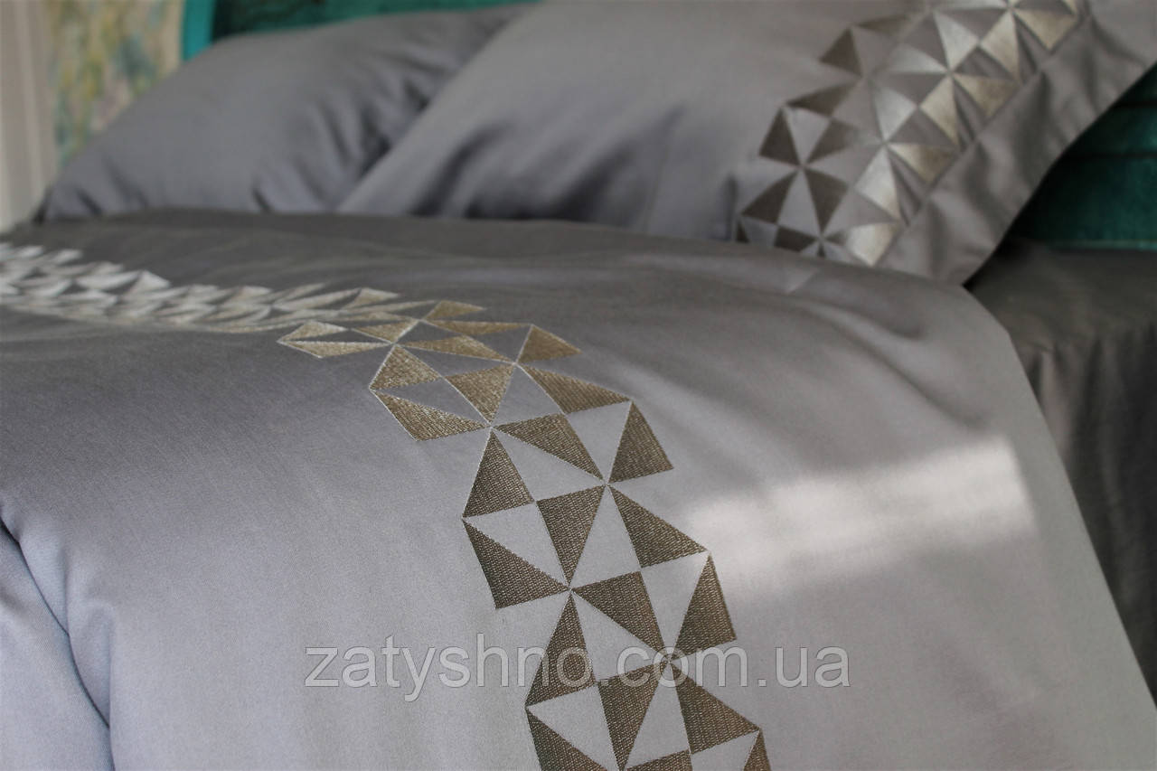 Белье сатиновое постельное  с вышивкой