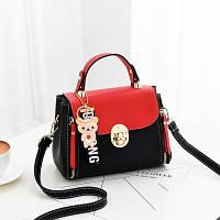 Маленькая женская сумка с брелком Медведь красная с черным, фото 1