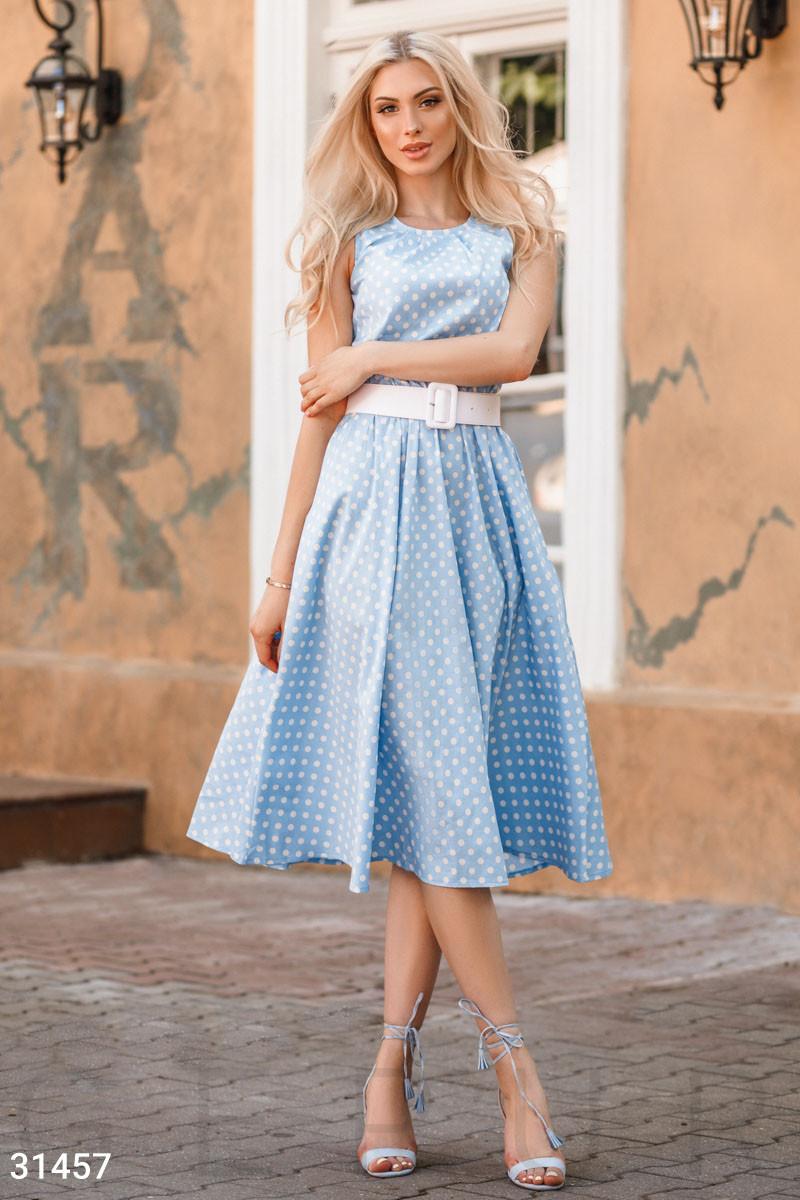 Удлиненное летнее платье с принтом в горошек голубое