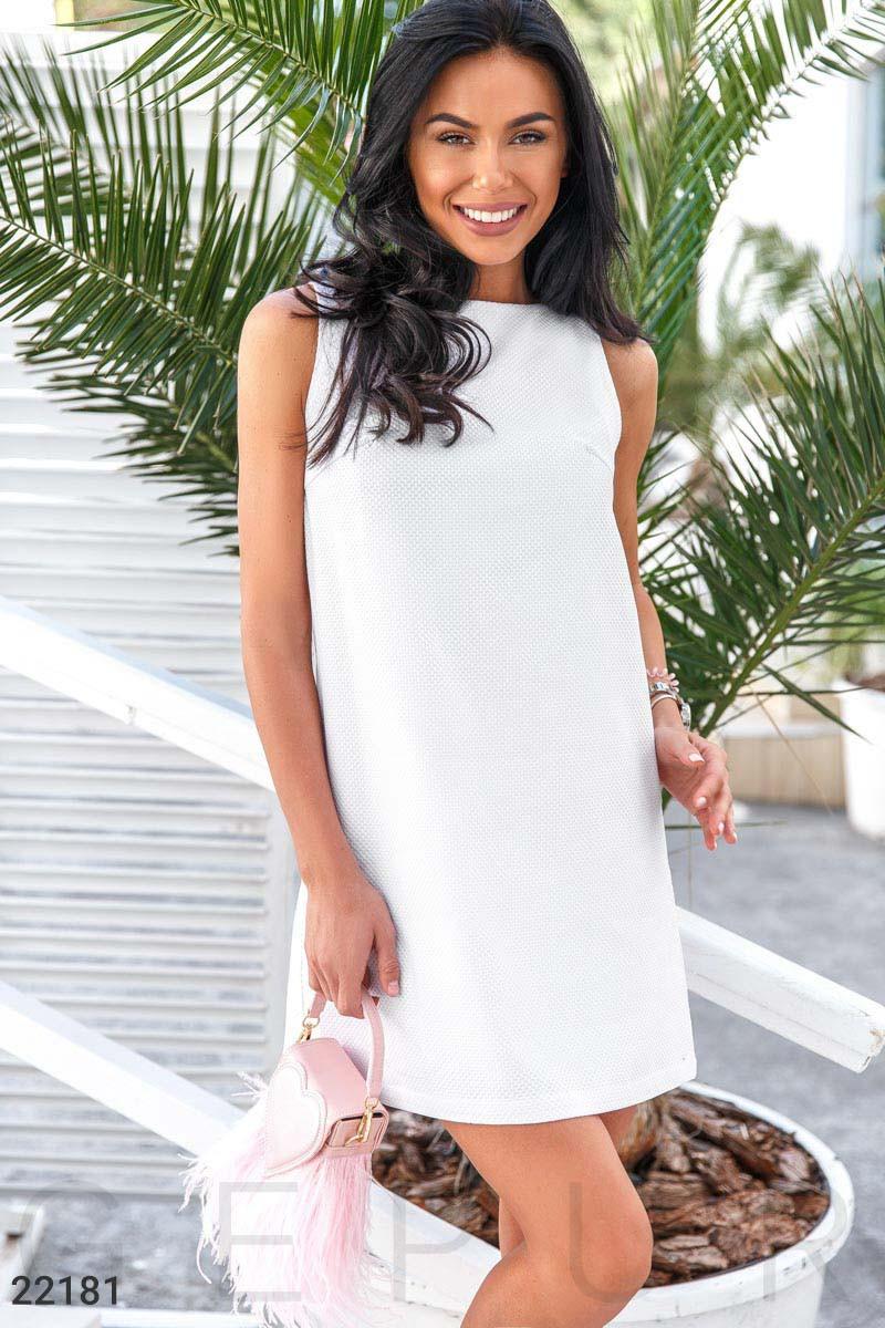 Классическое платье-трапеция белое