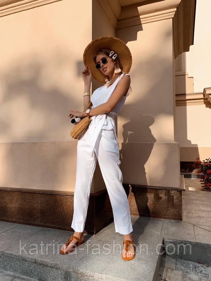 Жіночий брючний костюм: кофточка з баскою і штани (в кольорах)