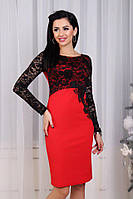 Женское платье с гипюровыми рукавами и розой на боку, красное