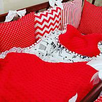Комплект красных защитных бортиков-подушек в кроватку малыша