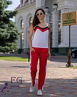 Летний костюм с красными брюками