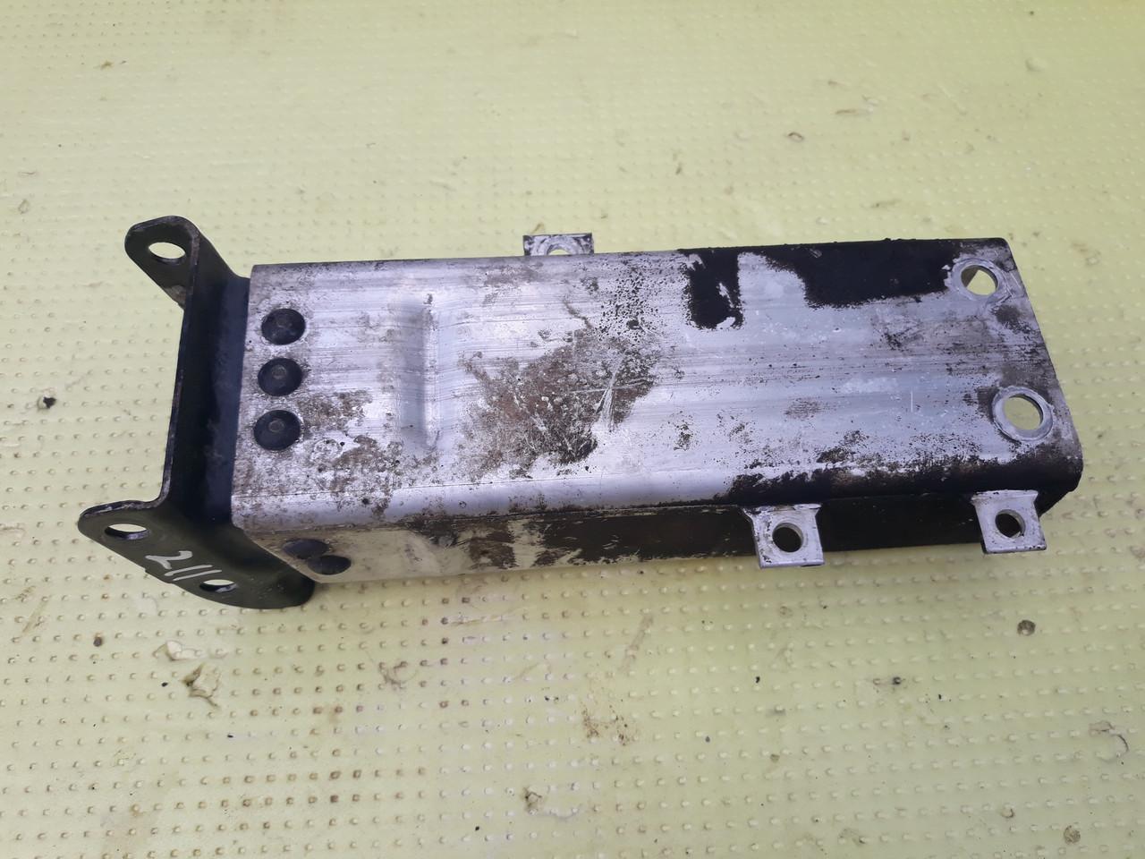 Кронштейн усилителя переднего бампера левый Mercedes w211 A2116200795 2116200795