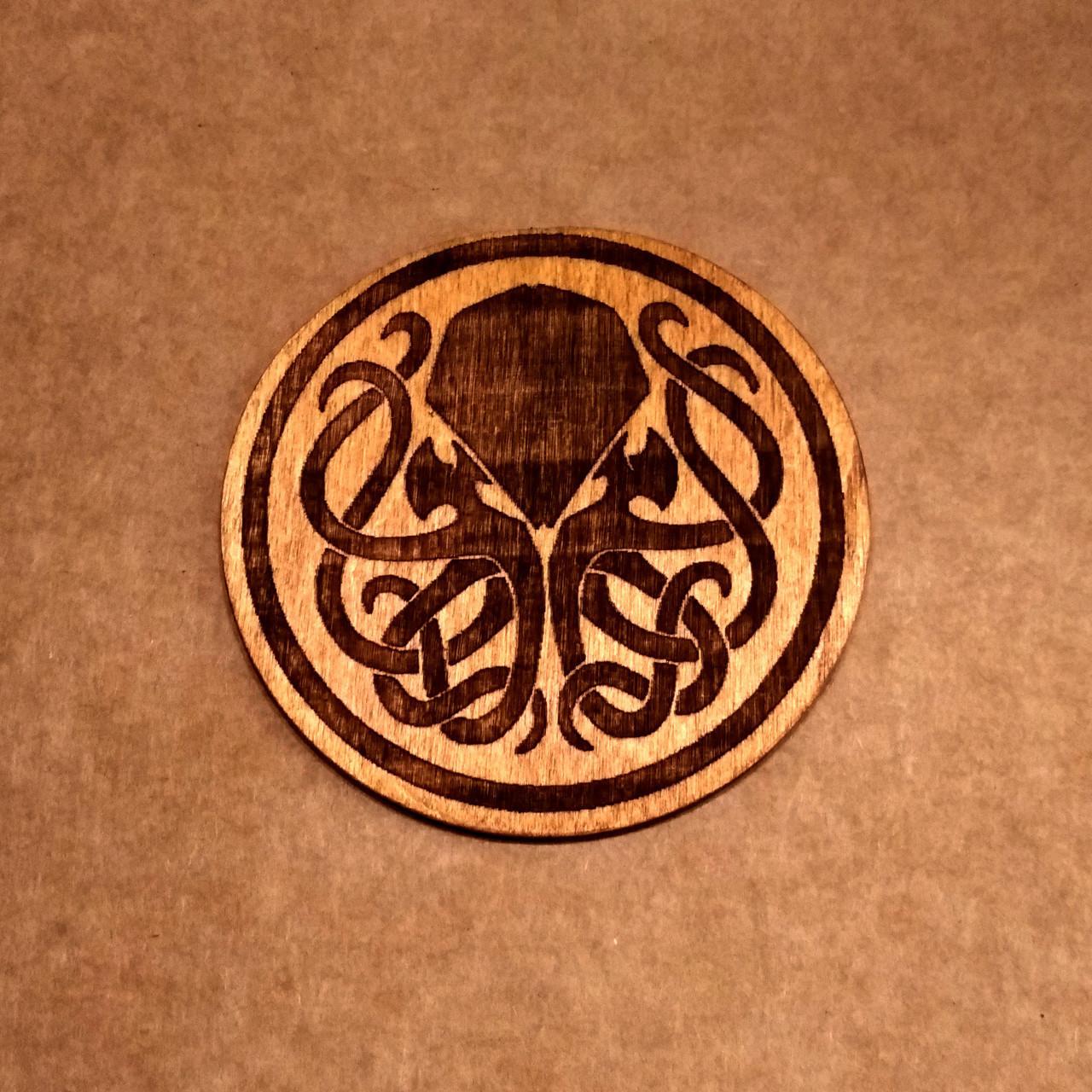 Подставка под кружку. Костер с лазерной гравировкой. Костер деревянный. Подставка под кружку Ктулху