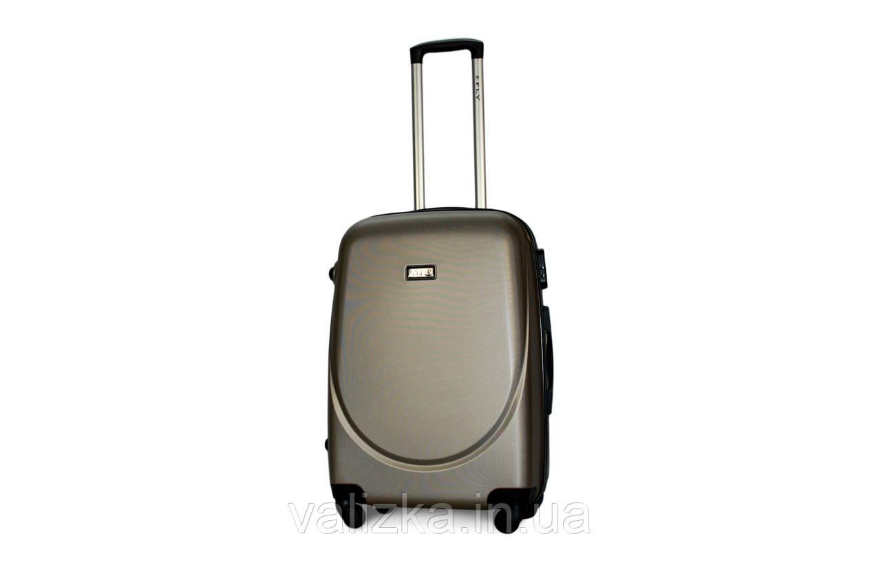 Чемодан дорожний из прочного пластика среднего размера на 4-х колесах Fly 310 цвета шампань.
